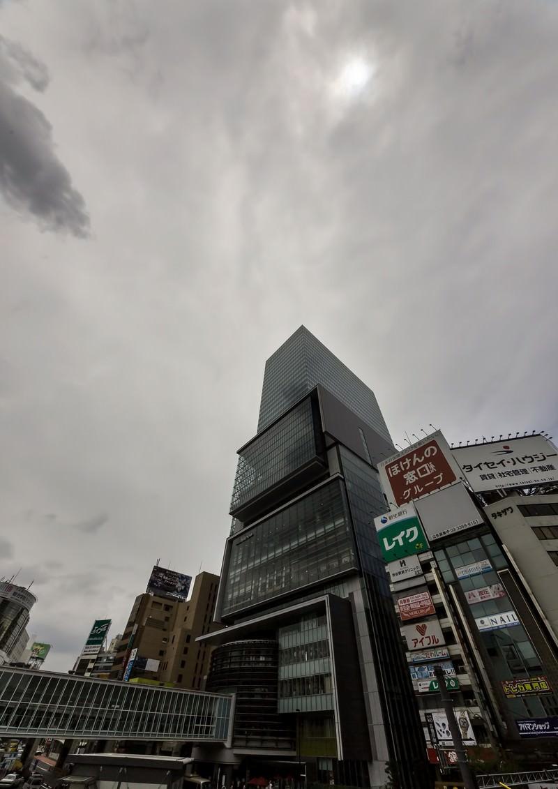 「曇り空とヒカリエ」の写真