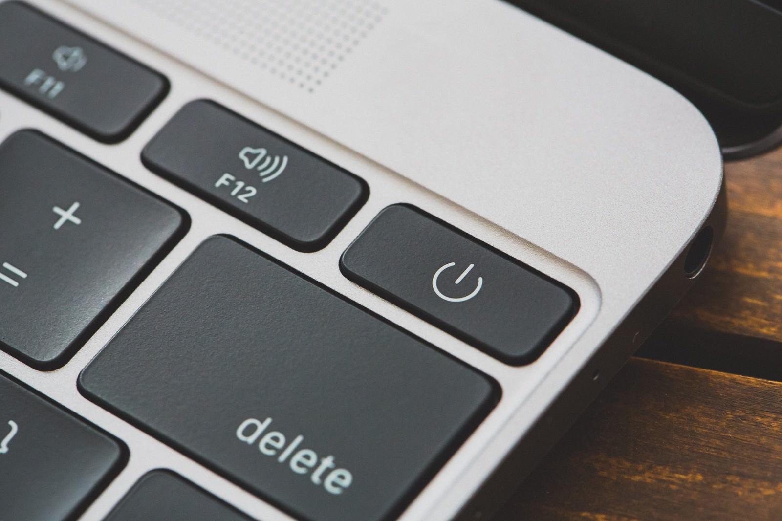 「MBAの電源ボタン(ON・OFF)」の写真