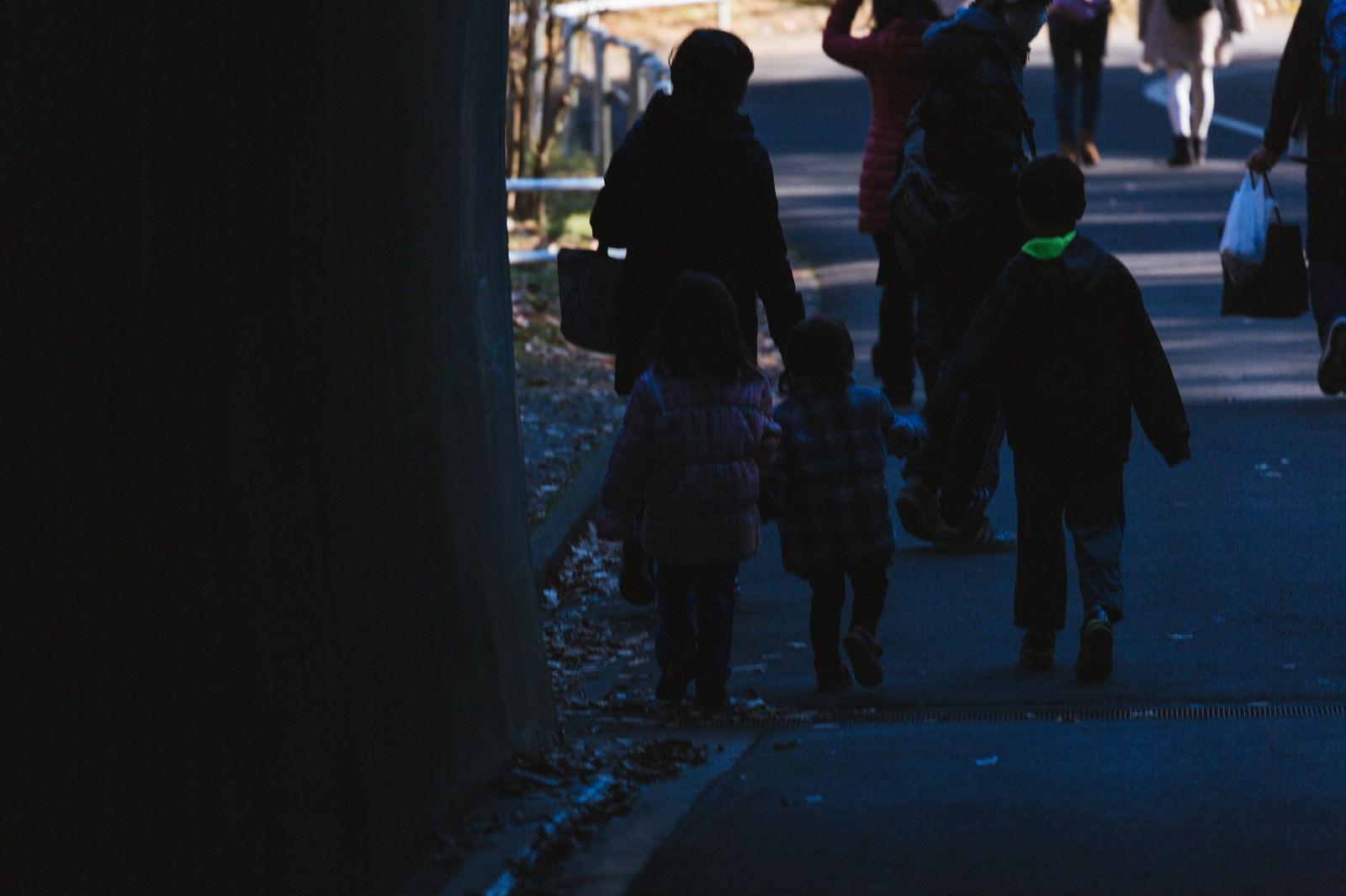 「閉園時刻と家族閉園時刻と家族」のフリー写真素材を拡大