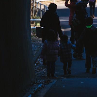 「閉園時刻と家族」の写真素材