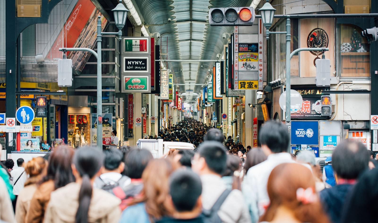 「大阪道頓堀の人混み大阪道頓堀の人混み」のフリー写真素材を拡大