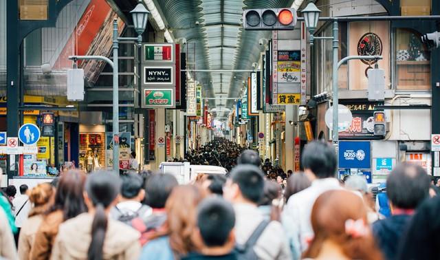 大阪道頓堀の人混みの写真