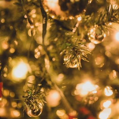 「クリスマスツリーと装飾」の写真素材