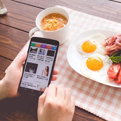 「自分の記事がスマニューに掲載されてバズった(朝食)」の写真素材