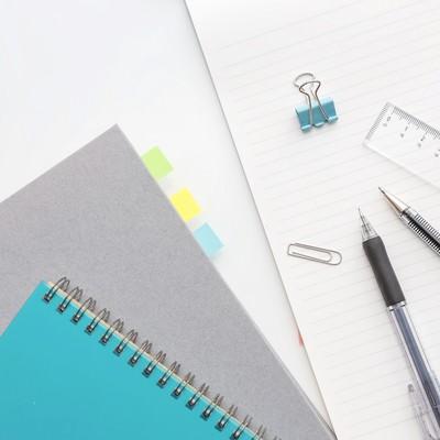 「ノートと筆記用具」の写真素材