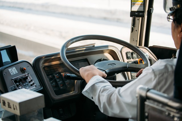 高速バスの運転手の写真