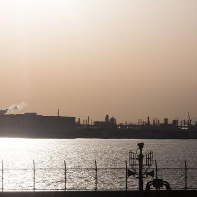 「羽田空港から見える工場地帯」の写真素材