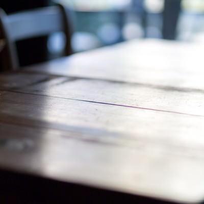 「木のテーブル」の写真素材