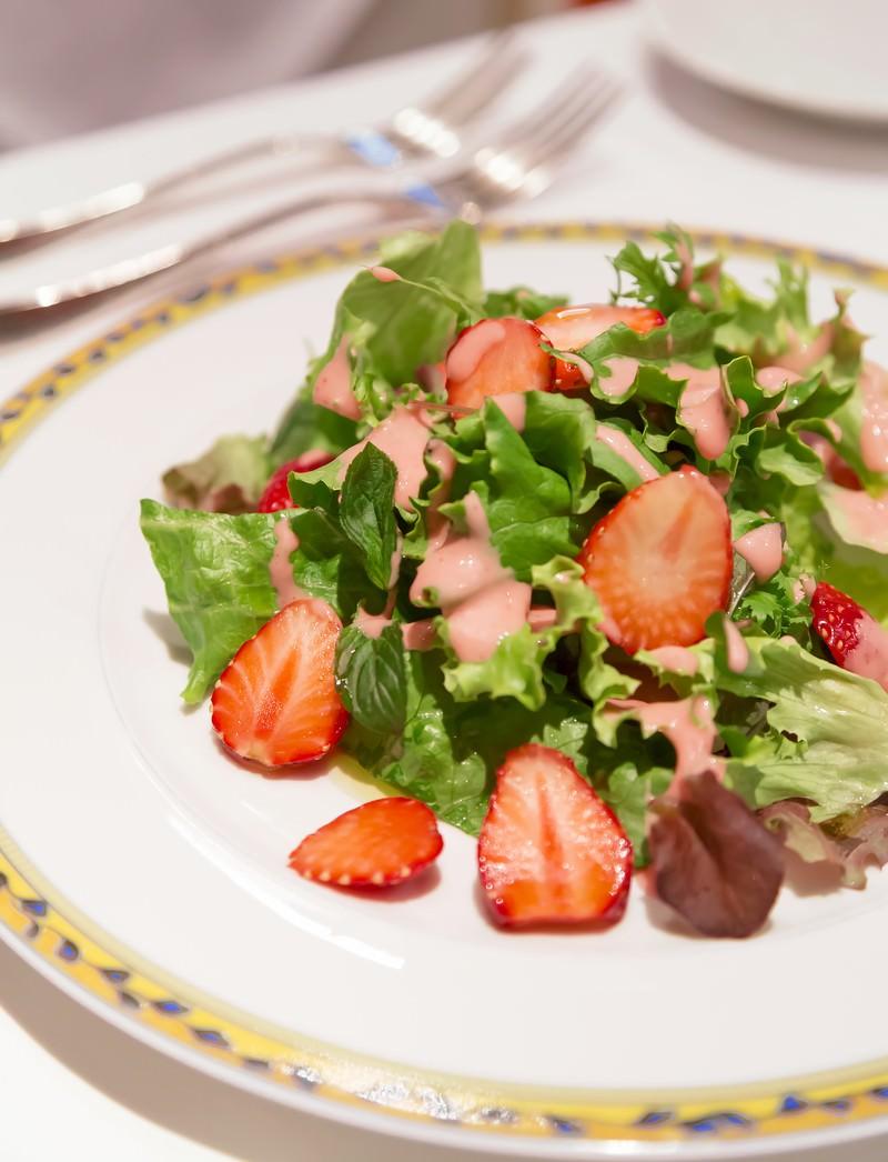 「イチゴのサラダ 」の写真