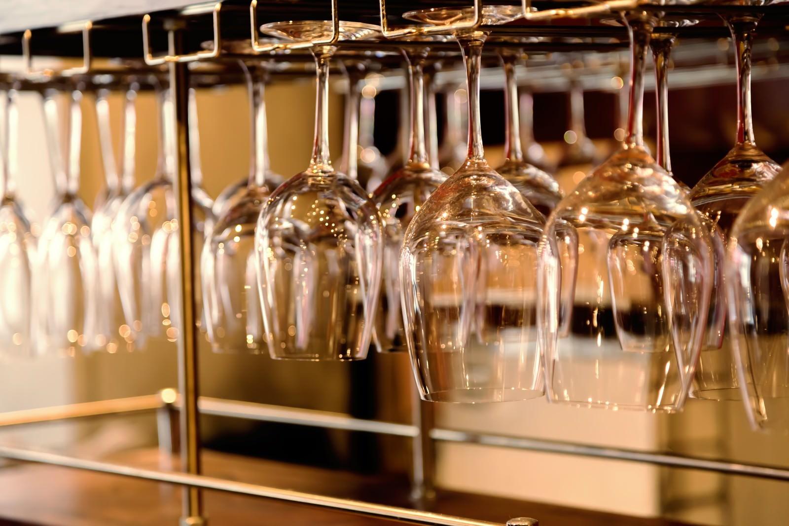 「ワイングラスハンガーワイングラスハンガー」のフリー写真素材を拡大