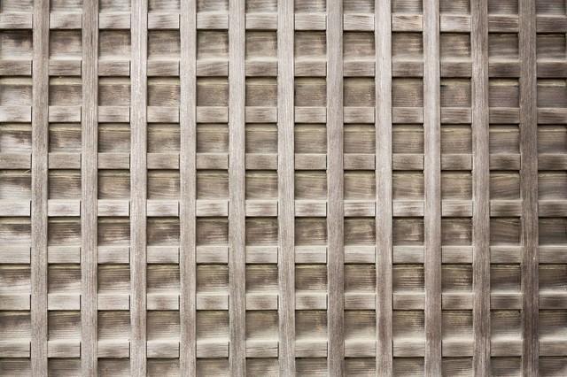 格子状の壁の写真