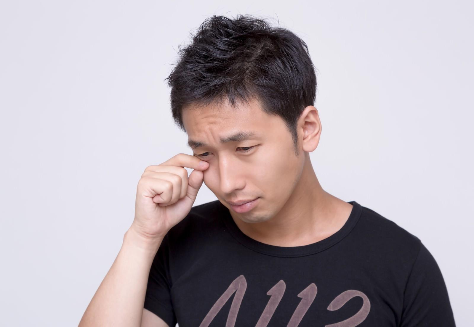 「涙がポロリ、草食系男子涙がポロリ、草食系男子」[モデル:大川竜弥]のフリー写真素材を拡大