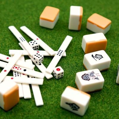 「オーラスの点棒と麻雀牌」の写真素材