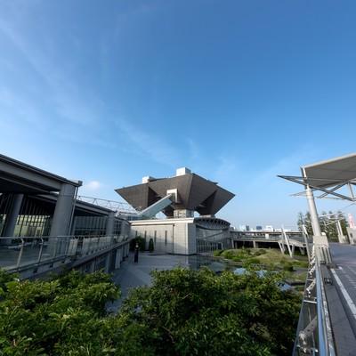 「東京ビッグサイトと青空」の写真素材