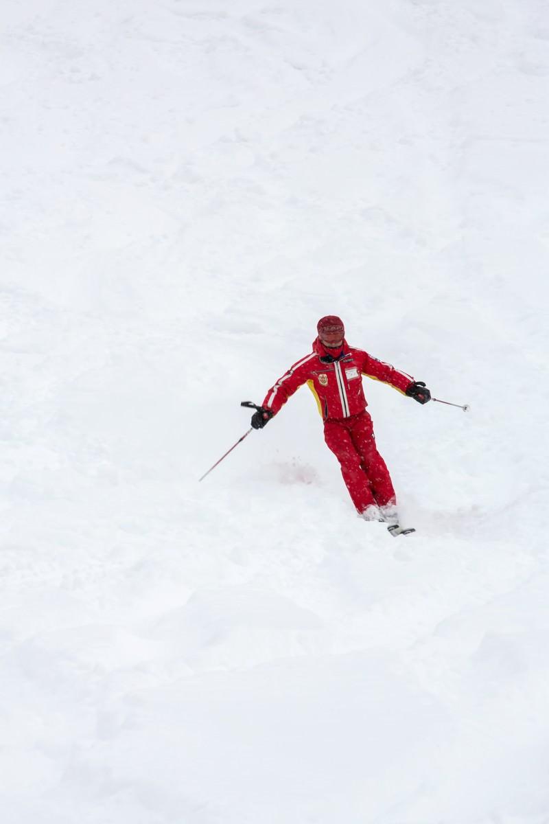 「滑走するスキー(アルペン)   ぱくたそフリー素材」の写真