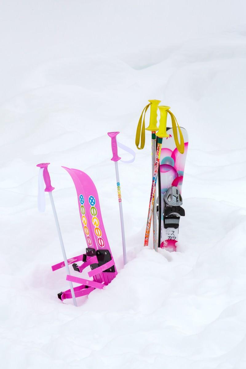 「キッズ用のスキー」の写真