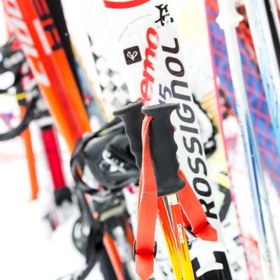 スキーのストックやボードの写真