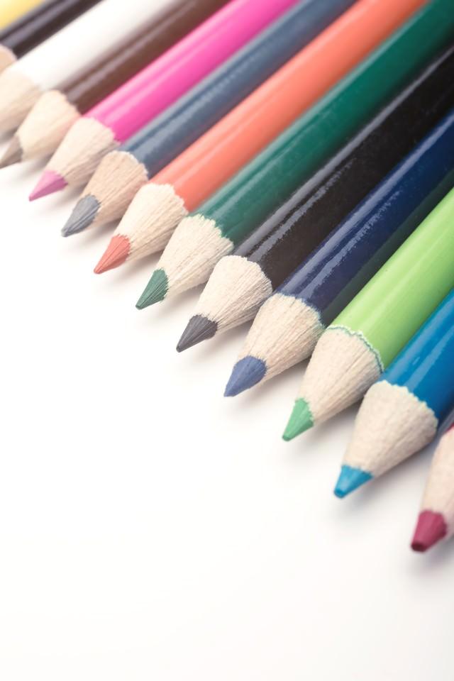 12色の色鉛筆の写真