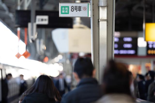駅ホームの乗車位置の写真