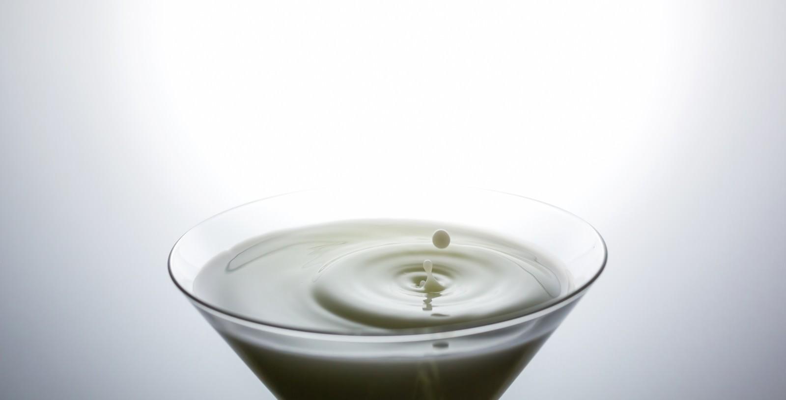 「ミルクと波紋ミルクと波紋」のフリー写真素材を拡大