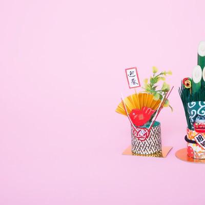 「年賀状用にお正月の飾り(門松)」の写真素材