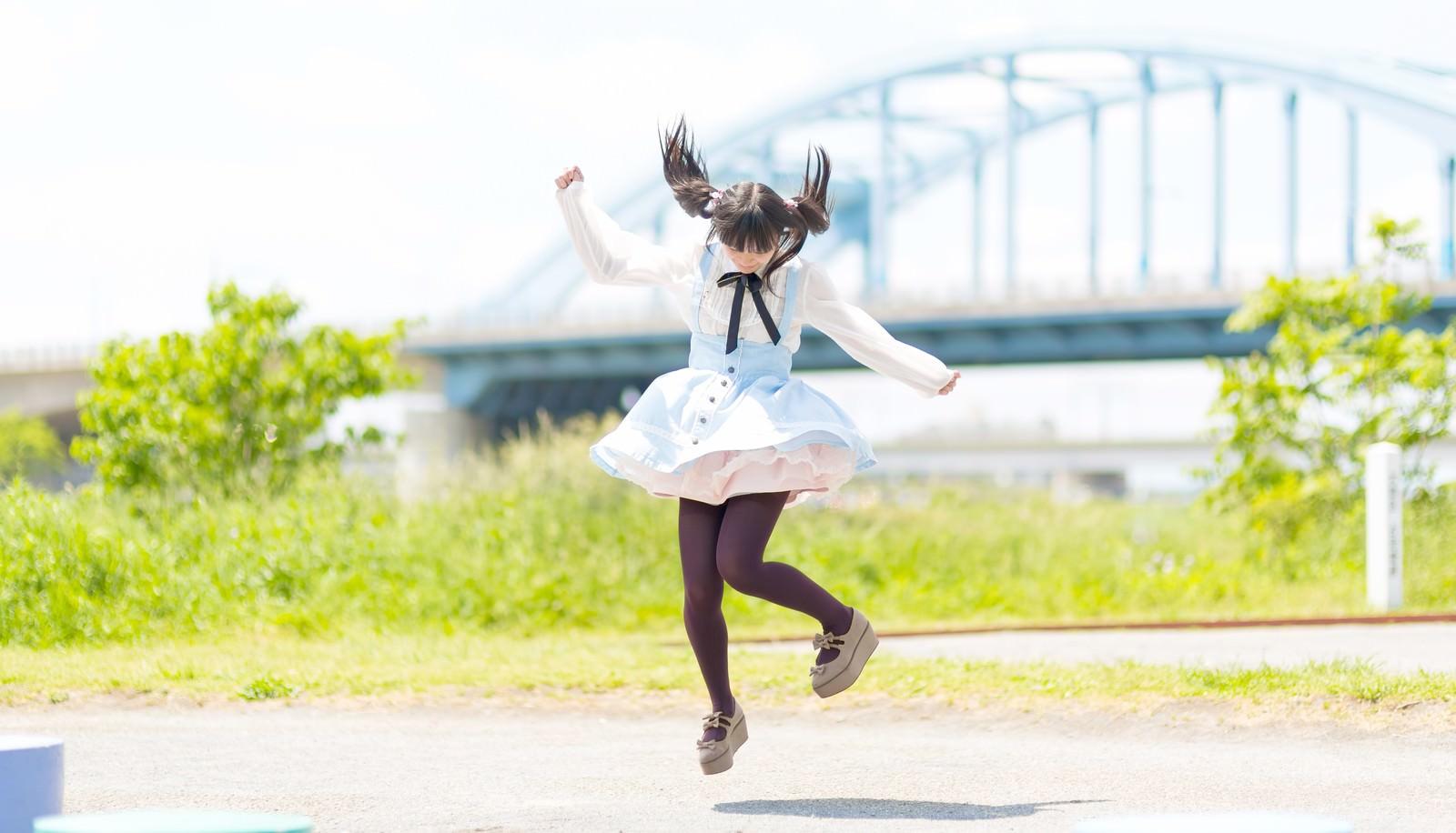 「ジャンプするツインテールの魔法少女」[モデル:こころ]
