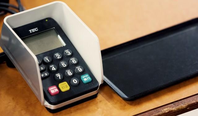 お会計とクレジットカードの暗証番号の写真