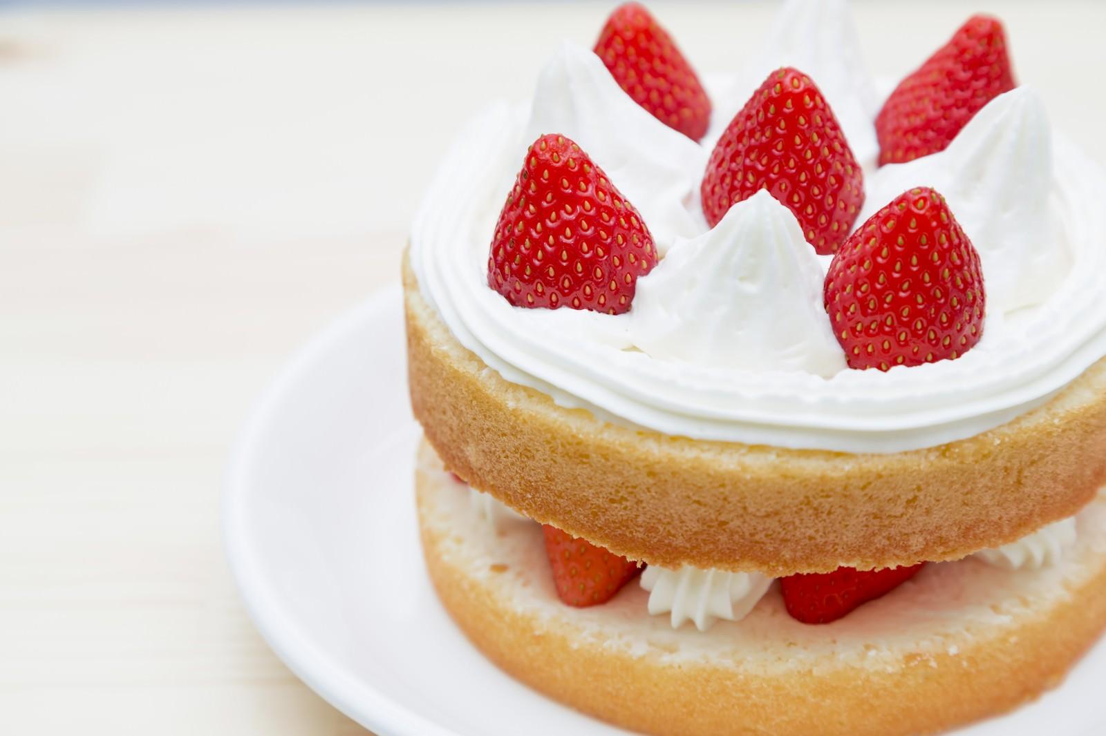 「イチゴのショートケーキイチゴのショートケーキ」のフリー写真素材を拡大