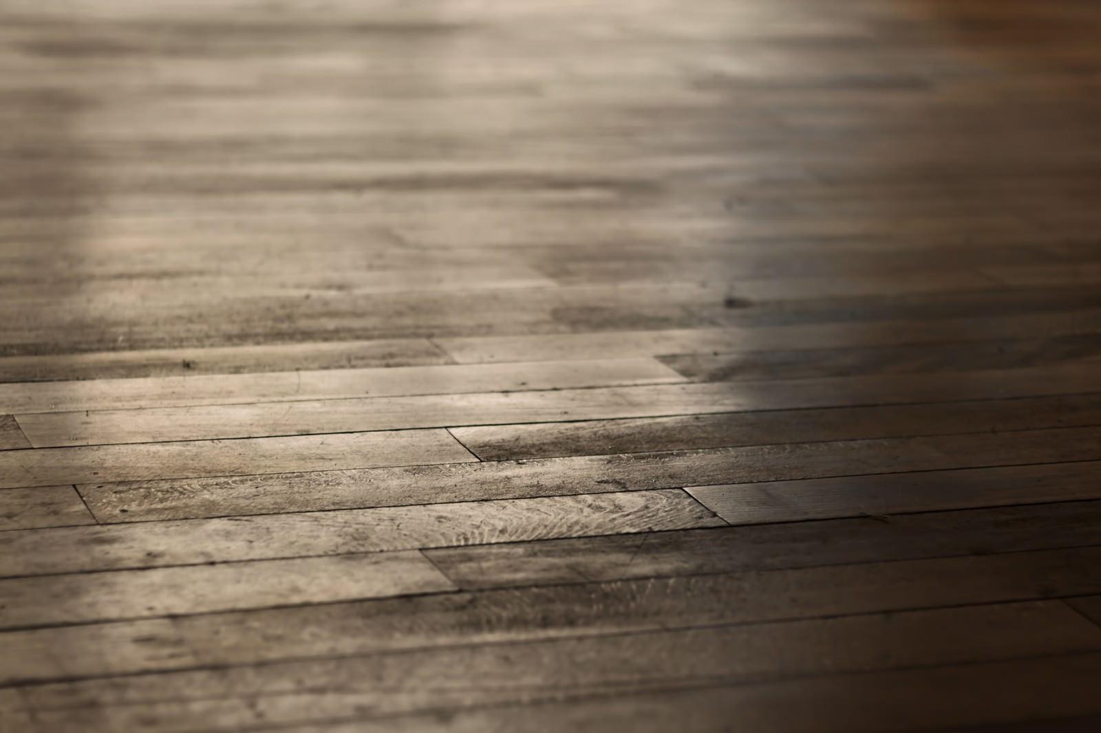 「反射した木の床」の写真