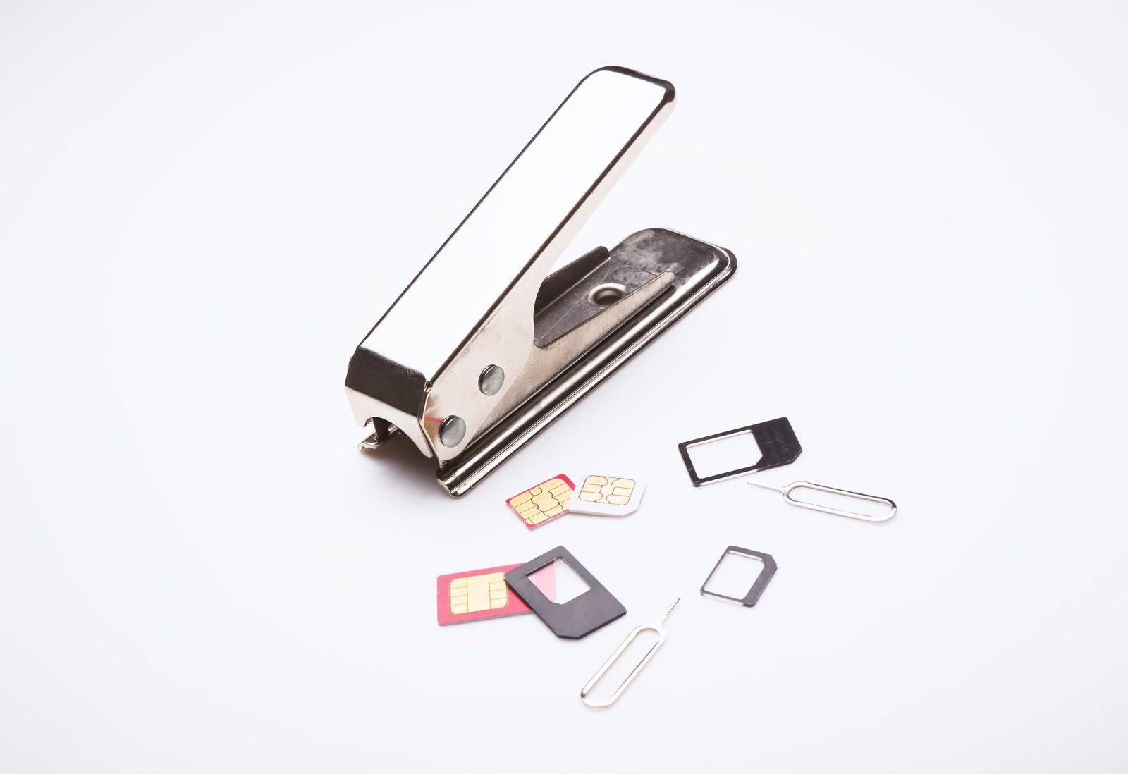 「SIMカッターとSIMカードSIMカッターとSIMカード」のフリー写真素材を拡大