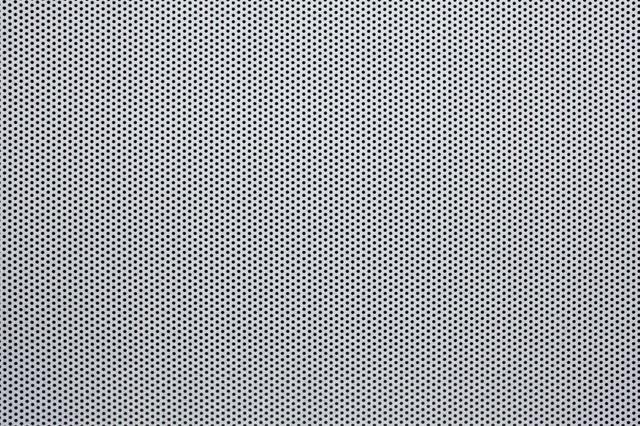 丸穴が空いた板(テクスチャー)の写真