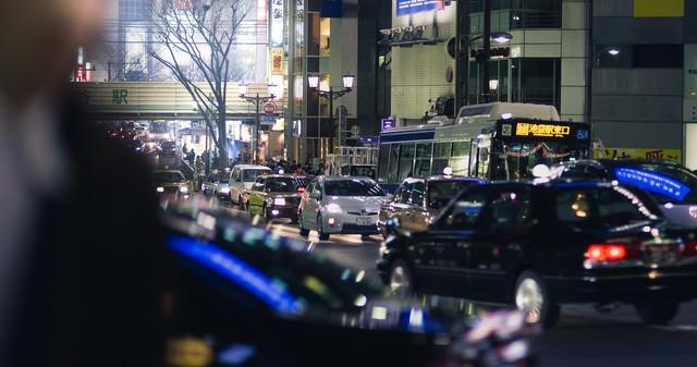 夜の渋谷駅前(宮益坂から)の写真