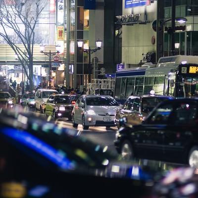 「夜の渋谷駅前(宮益坂から)」の写真素材