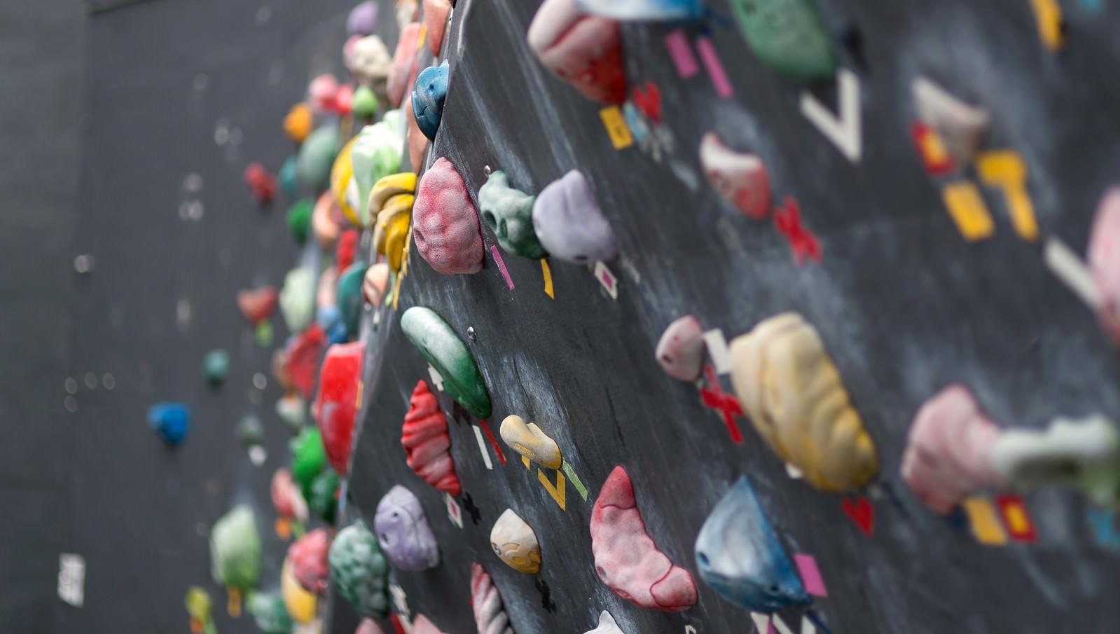 「ボルダリングの壁ボルダリングの壁」のフリー写真素材を拡大