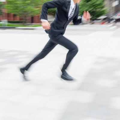 「駆け抜けるビジネスマン」の写真素材