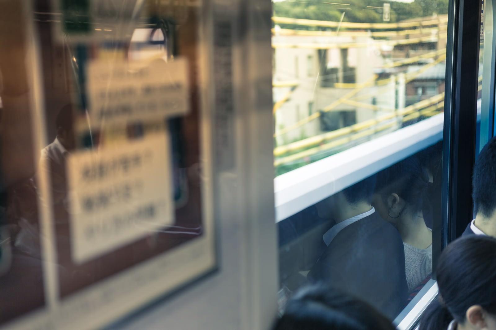 「今朝の通勤電車内」の写真