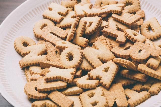 山盛りの英語クッキーの写真