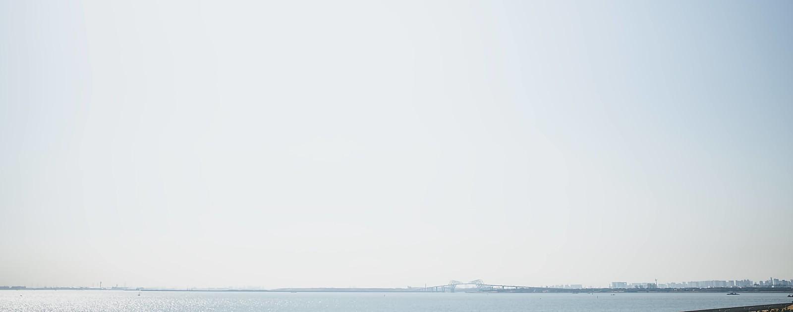 「遠くに見える東京ゲートブリッジ」の写真