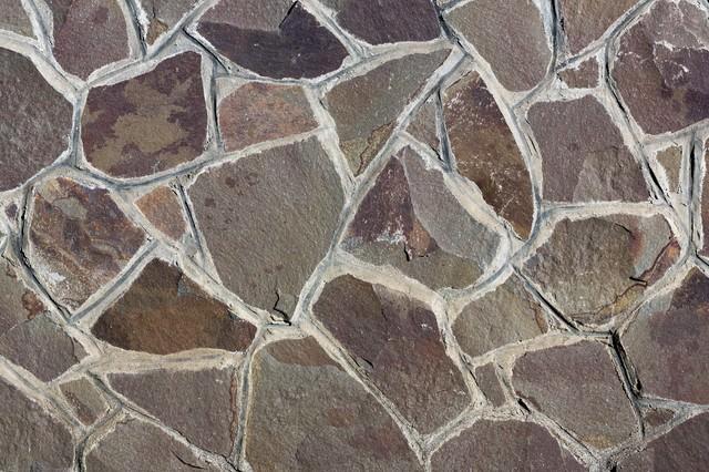 乱雑な石の壁の写真
