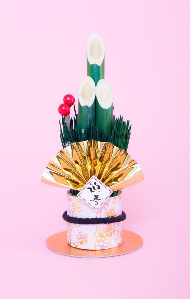年賀状にぴったり!迎春と書かれた門松の飾りの写真