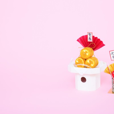 「《年賀状用》お正月用の飾り」の写真素材