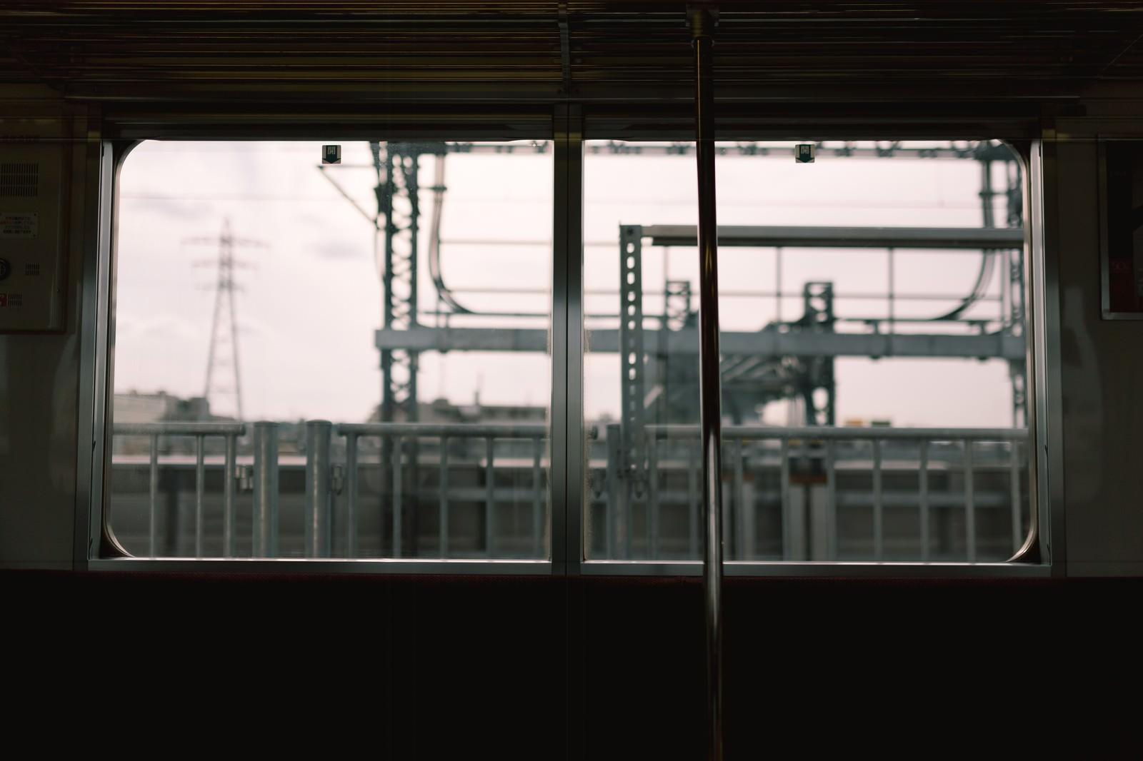 「電車内からのホーム」の写真