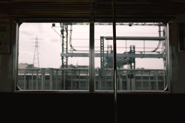 電車内からのホームの写真