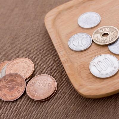 「トレイの小銭(108円)」の写真素材