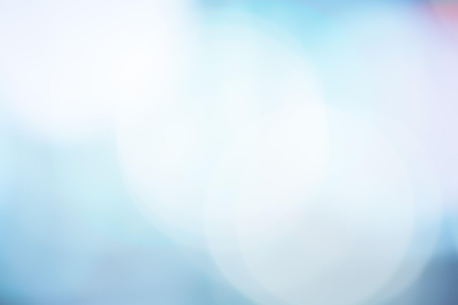 青く冷たい光のボケ(背景)|ぱくたそフリー素材