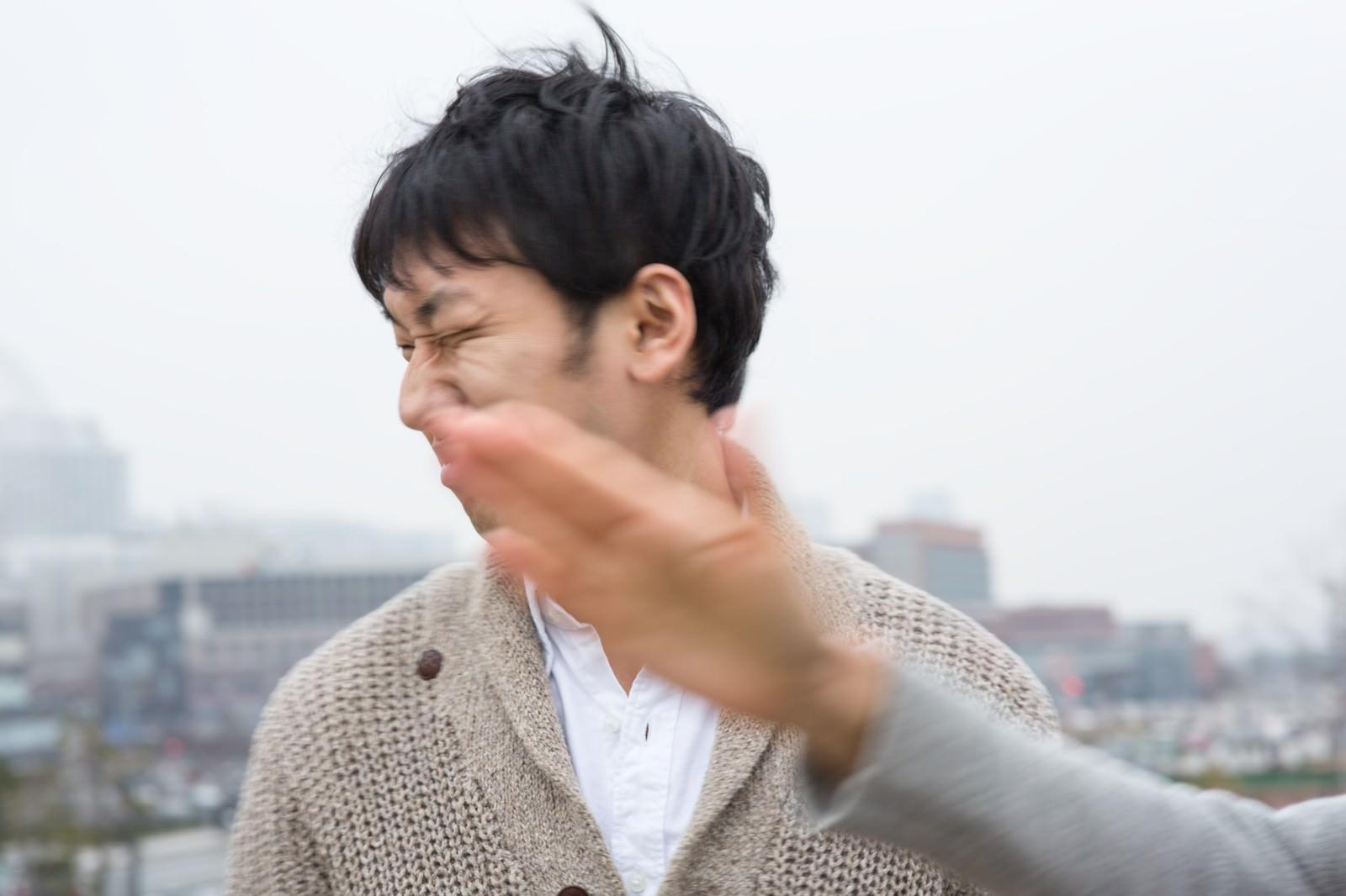 「キモい彼氏に平手打ち」の写真[モデル:大川竜弥]