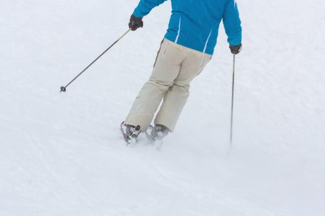 ゲレンデでスキーの写真