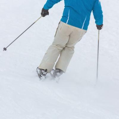 「ゲレンデでスキー」の写真素材