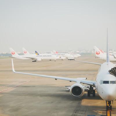 「旅客機と空港」の写真素材