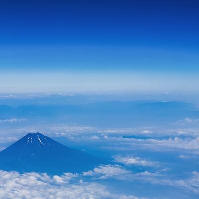 「上空から雪解けの富士山(夏)」の写真素材